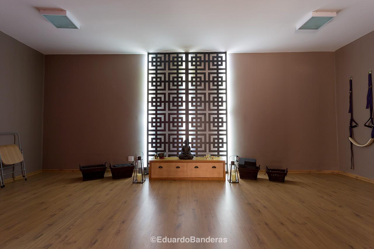 Painel decorativo vazado valoriza est dio de yoga e pilates for Studio decoracion