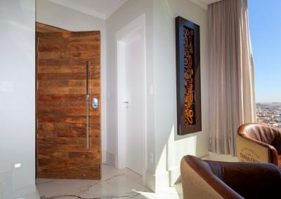 Living principal com porta acústica